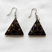 boucles-oreilles-triangles-arabesques-doree