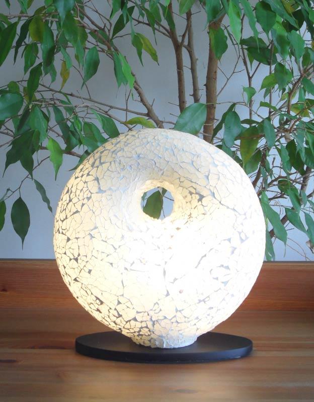 Lampe contemporaine donut blanc for Lampe de table contemporaine
