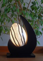 lampe-design-lune-blanc-eclaire