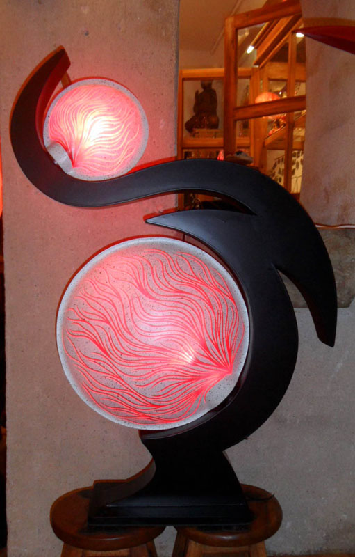 lampe contemporaine terre et lune rouge. Black Bedroom Furniture Sets. Home Design Ideas