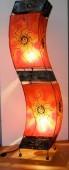 lampe tordue soleil rouge éclairée