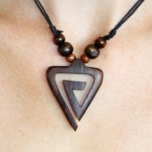 collier triangle spirale